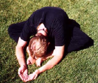 Jogos simbolis sujungtomis kojomis (baddha konasana)