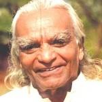 10 gyvenimą keičiančių patarimų, įkvėptų jogo B.K.S. Iyengaro